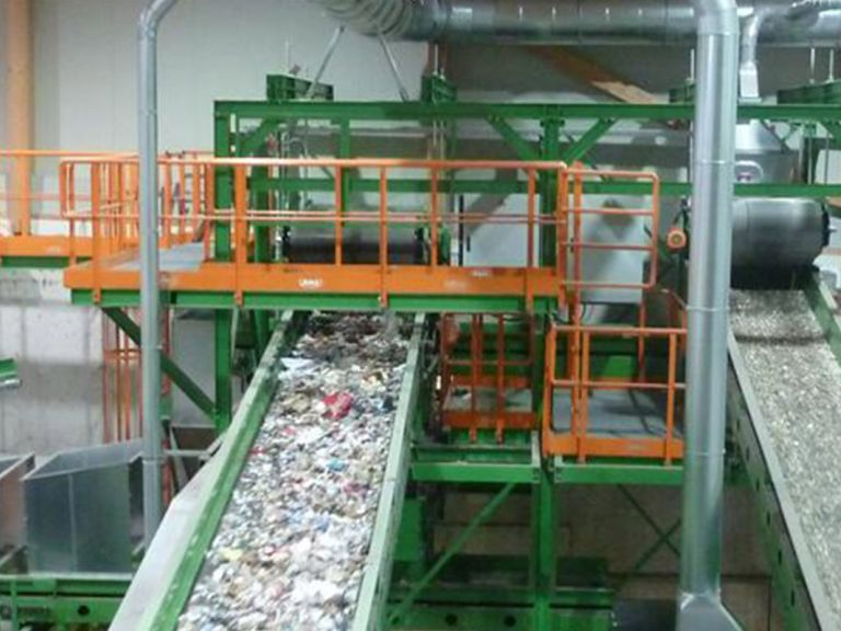 Supply- and exhaust air installation for waste sorting